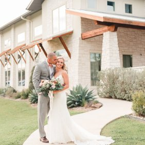View More: http://lindsaydavenportphotography.pass.us/amanda-shawn-wedding-blog-3-23-18-print